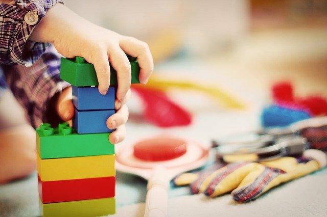Bajeczny świat zabawek dla małego dziecka