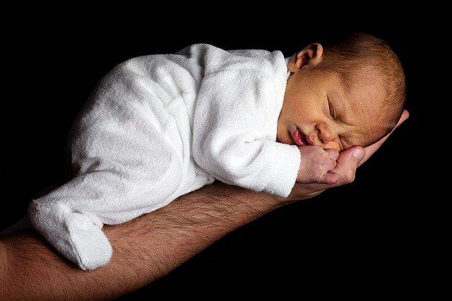 Śpiworki do spania dla niemowlaka – czy warto kupować?
